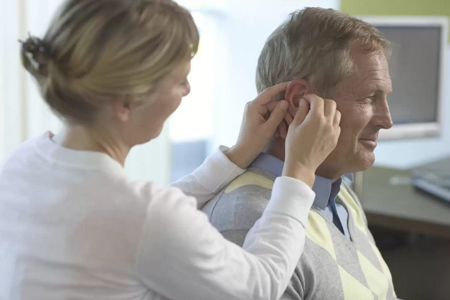 Dr. Dominick Servedio AuD has expertise in Hearing Aid Fitting